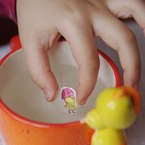Красим яйца к Пасхе с детьми: переводные картинки и роспись. Шаг 3