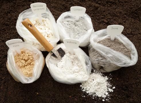 раскисление почвы, осенняя перекопка почвы