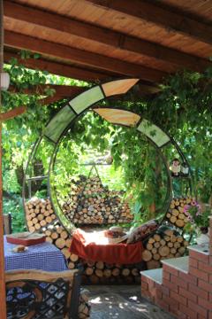 Сад Екатерины Локшиной, идеи для сада, дизайн сада, Дровница с сиденьем