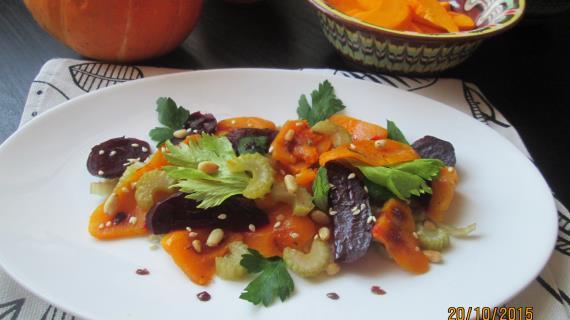 Салат из запеченных овощей с кедровыми орешками