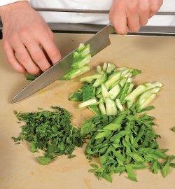 Салат со щавелем и картофелем . Шаг 2