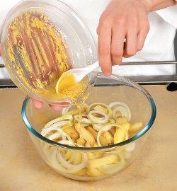 Салат со щавелем и картофелем . Шаг 1