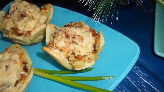 Картофельные корзиночки с киноа и сыром