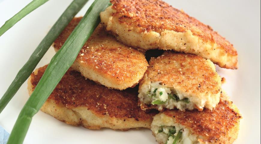 Картофельные пирожки с зеленым луком