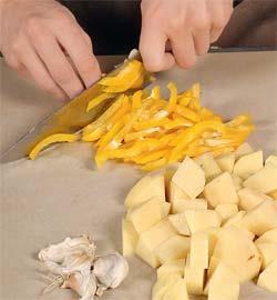 Грудинка, тушенная с капустой и картофелем. Шаг 4