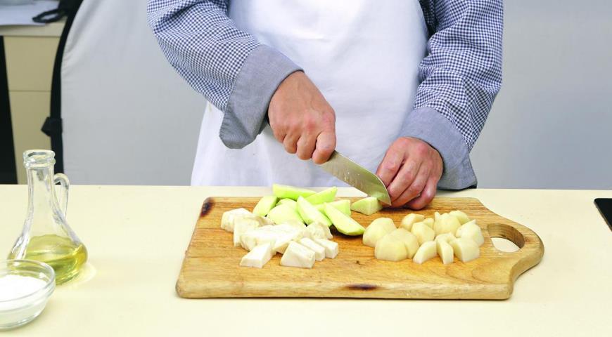 Свинина с яблоками ипюре из сельдерея  . Шаг 1