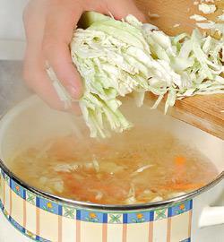 Куриный суп с молодой капустой. Шаг 5