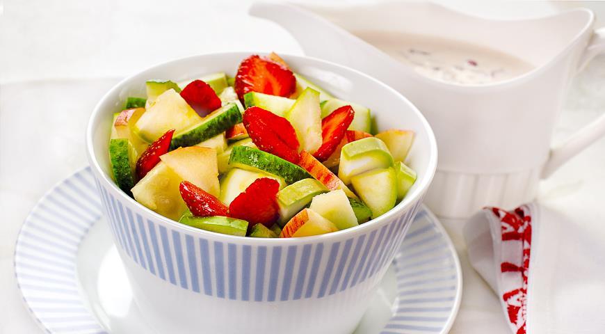 клубничный салат с кабачками