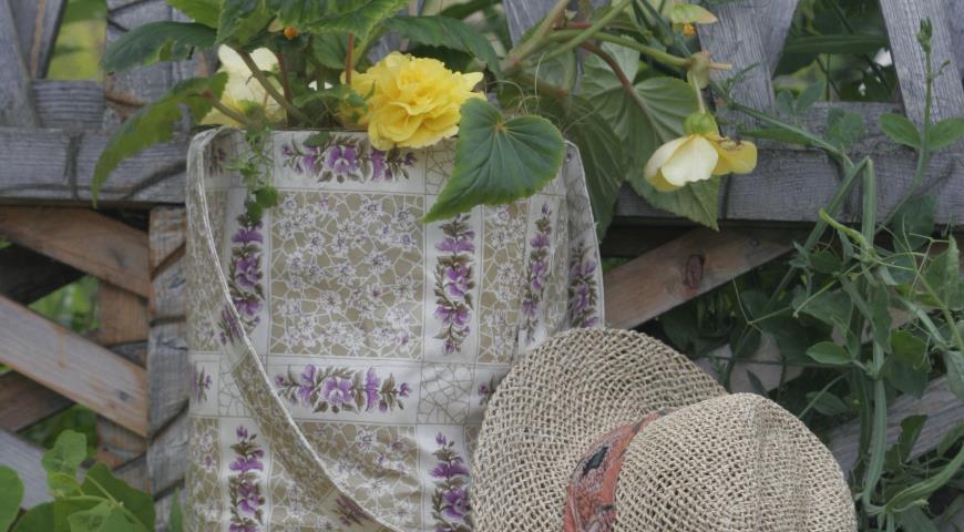 Садовый hand made: садовая сумка в роли кашпо