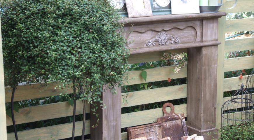 Садовый hand made: украшение для забора - фальш-камин